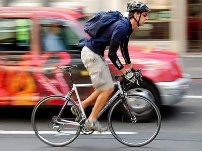 Ношение шлемов делает велосипедистов безрассудными