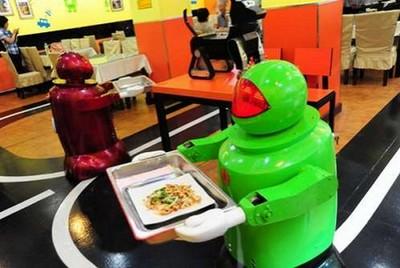 Китайские рестораны отказываются от роботов-официантов