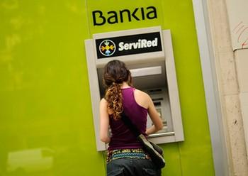 Испанская пара занялась сексом в банке