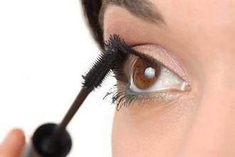 Летний макияж: тушь для ресниц