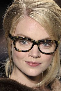 Очки и макияж: хитрости визажистов