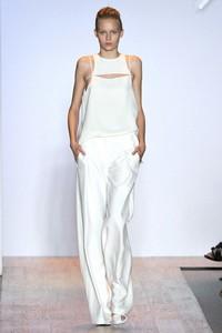 Женские брюки: тенденции лета-2011