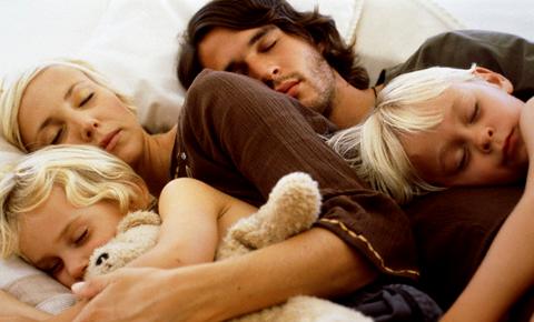 Как приучить малыша спать отдельно