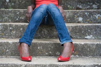 Как носить красные туфли?