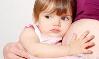 Дети-погодки: борьба за мамину грудь