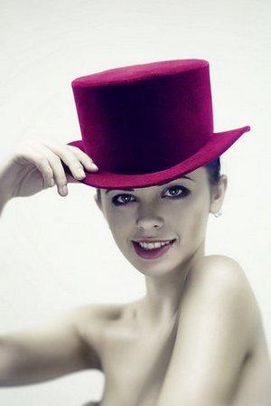 Вместо шляпки - цилиндр