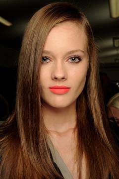 Тренд: губы неоновых цветов