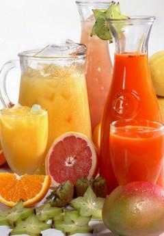 Популярные соки: витамины, минералы, калории