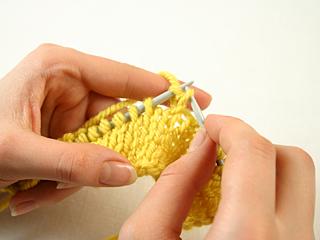 Как научиться вязать спицами. Лицевые и изнаночные петли