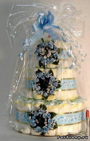 Идея подарка для малыша: тортики из памперсов