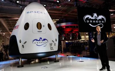 SpaceX планирует отправить туристов к Луне в 2018 году