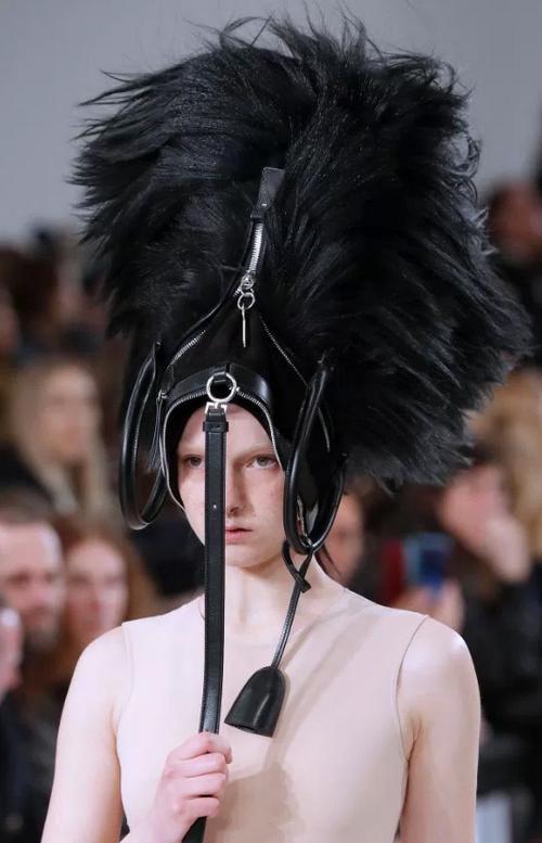 Модный тренд из Парижа: сумка на голове