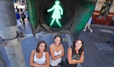 """В Мельбурне установили """"женские"""" светофоры"""