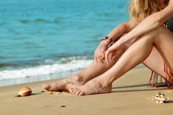 Голые ножки на улице – первый симптом пришедшего тепла. Но ножки должны быть красивыми и ухоженными. И похода в салон на педикюр не совсем достаточно. Ежедневный уход - вот секрет.