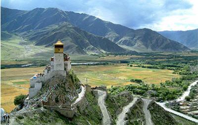 монастырь Юмбулаганг (Тибет)