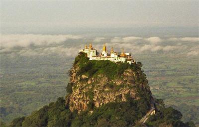 монастырь Таунг Калат (Бирма)