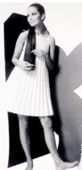Один из моих любимых дизайнеров – Пако Рабан, человек с неординарным мышлением и оригинальным взглядом на моду. Своим творчеством он подтверждает тезис о том, что одежда – прежде всего материальная оболочка, которая может быть сделана из чего угодно, для кого угодно и иметь любую форму.