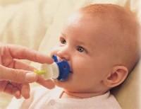 Как дать лекарство младенцу